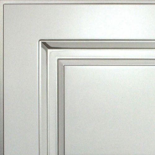 Жемчужно-белый с серебряной патиной