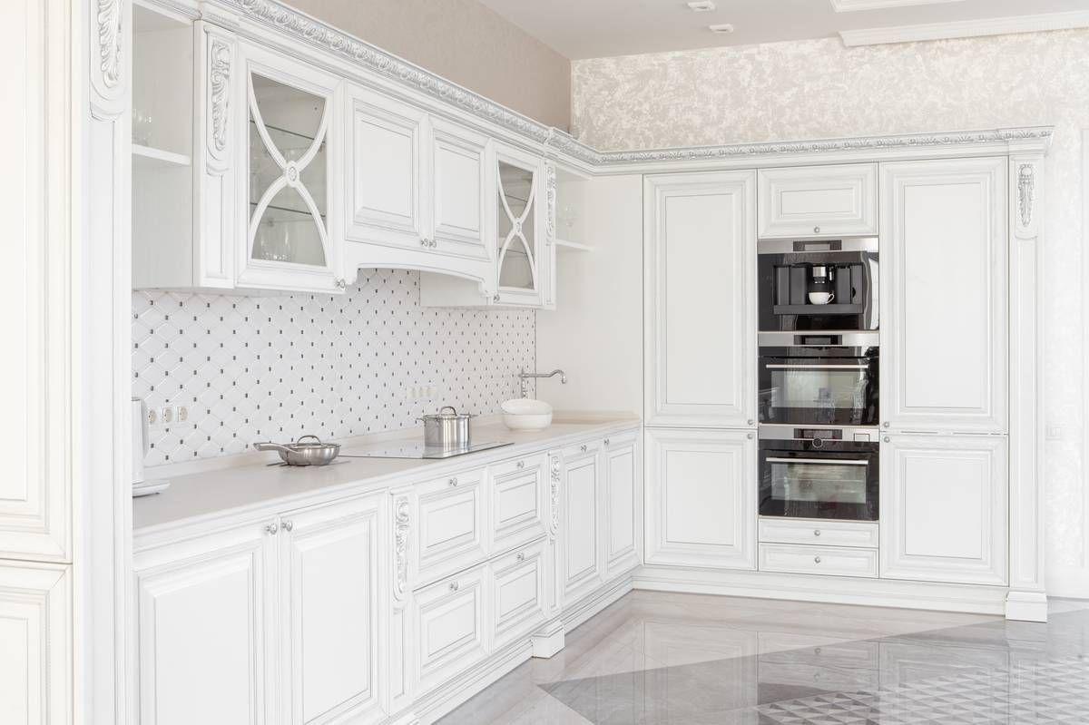 С чистого листа: плюсы и минусы белой кухни